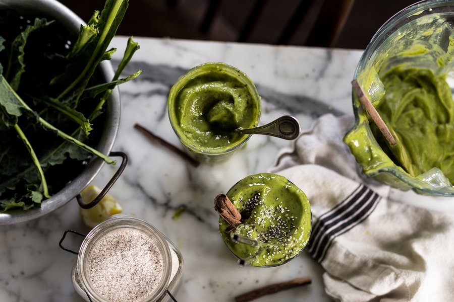 Foraged green smoothie with hemp seeds